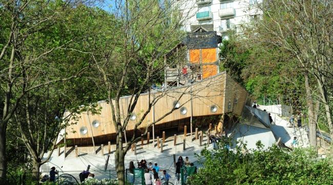 Игровая площадка Aire de jeux в Париже © BASE