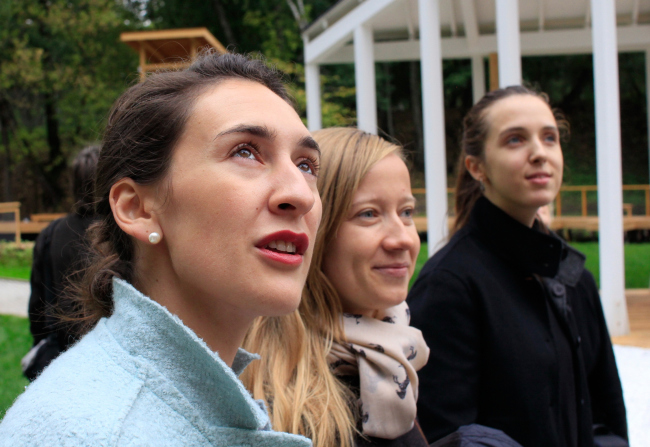 """Left to right: Alena Zaitseva, the chief architect of the project; Daria Listopad, architect of the project; Maria Selten, the commecrial director of the """"Urban Farm"""" at VDNKh – giving a guided tour for the press. Photograph © Julia Tarabarina, Archi.ru"""