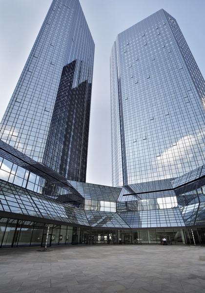 Марио Беллини. Проект реконструкции здания Deutsche Bank. Вид фасадов с открывающимися окнами