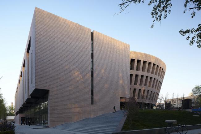 Библиотека университета Цинхуа в Пекине © Fu Xing