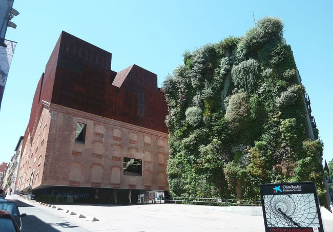 Центр Caixa Forum. Фото: Luis García via Wikimedia Commons. Лицензия CC BY-SA 3.0