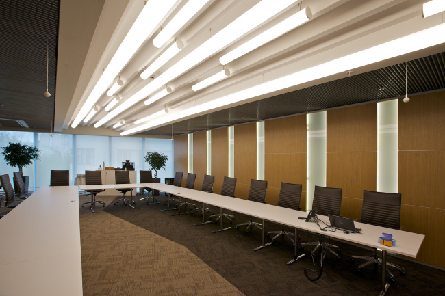 Meeting room in the Moscow HQ of Philip Morris © Sergey Estrin architectural studio
