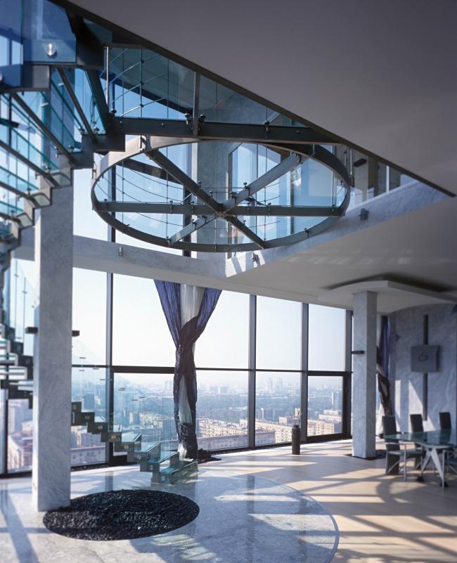 "Interior of the private penthouse in the residential complex ""Sokolinoe Gnezdo"" © Sergey Estrin architectural studio"