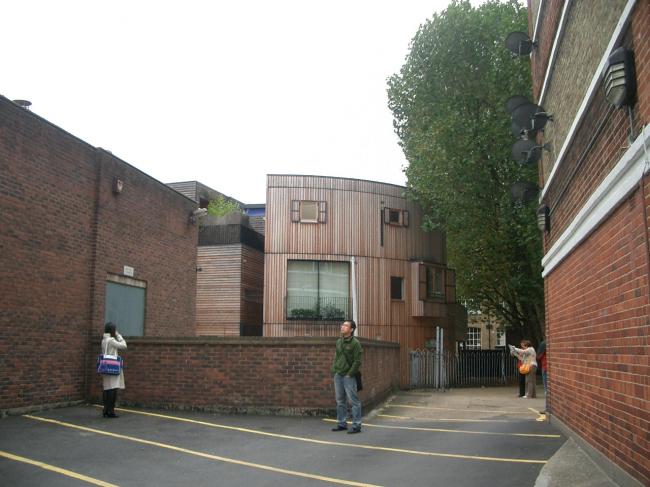 Дома №№ 2 и 4 на Кармартен-плейс.