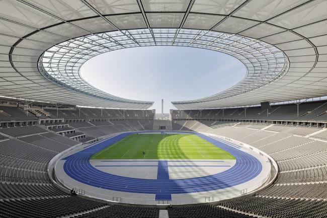 Олимпийский стадион в Берлине – реконструкция. Вид на Марафонские ворота © Marcus Bredt