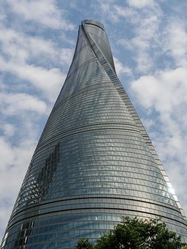 Башня Shanghai Tower в мае 2015. Фото: Ermell via Wikimedia Commons. Лицензия Creative Commons CC0 1.0 Universal Public Domain Dedication