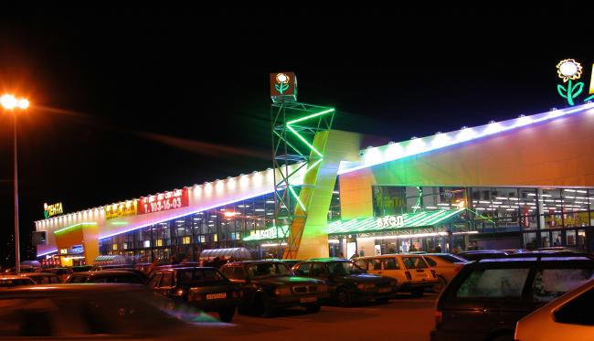 Торговый комплекс «ЛЕНТА» по адресу: г. Санкт-Петербург, на Бухарестской улице, 69. Постройка, 2003 © Архитектурная мастерская А.А. Столярчука
