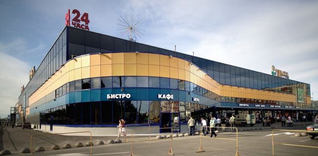 """Lenta"" shopping mall at 11, Vyborg Highway, Vyborg District, Saint Petersburg, Russia, 2004 © Anatoliy Stolyarchuk architectural studio"
