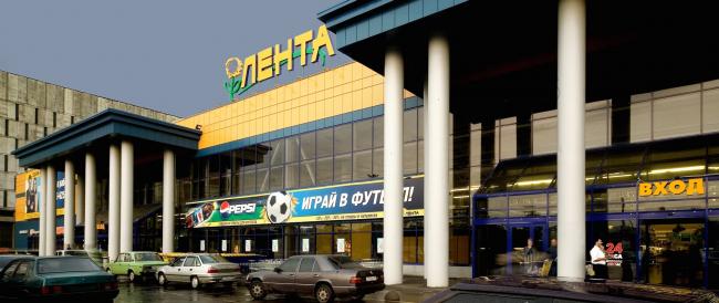 """""""Lenta"""" shopping mall at 118, bld 7, Naberezhnaya Obvodnogo Kanala, Admiralteysky District, Saint Petersburg, Russia, 2005 © Anatoliy Stolyarchuk architectural studio"""