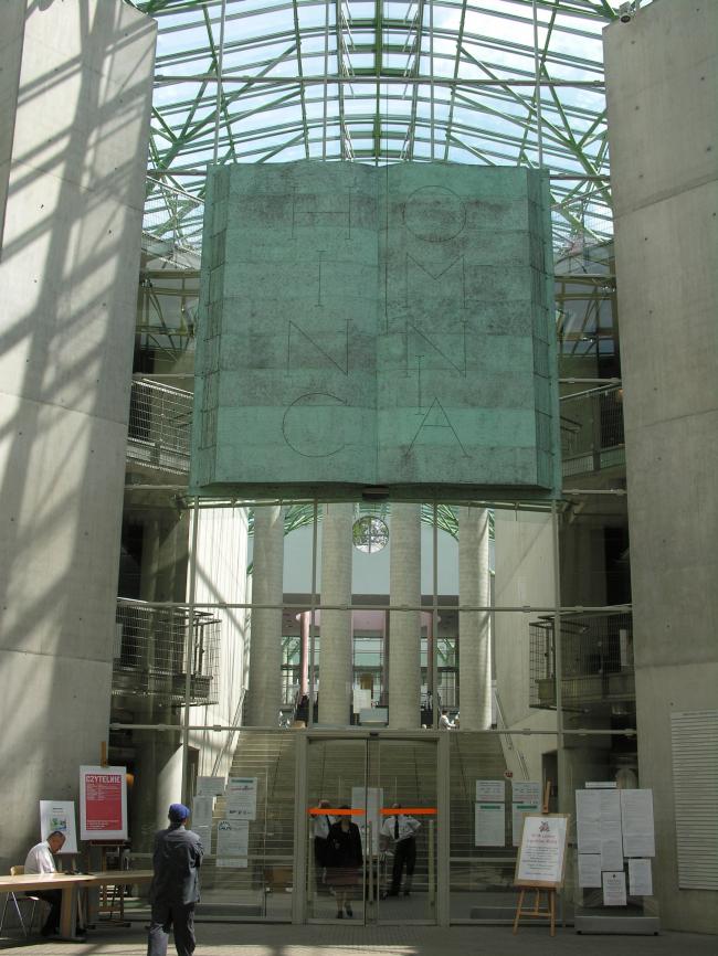 """Библиотека Варшавского университета. Основное здание. Постройка, 2000. Фотография © Архитектурная мастерская """"Budzynski & Badowski"""""""
