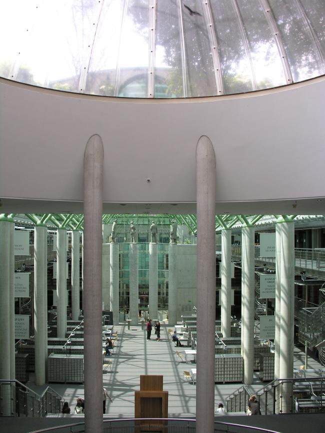 """Библиотека Варшавского университета. Ротонда. Постройка, 2000. Фотография © Архитектурная мастерская """"Budzynski & Badowski"""""""