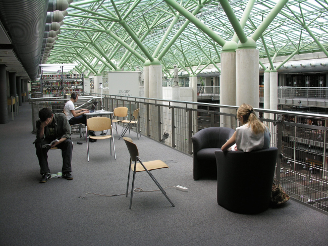 """Библиотека Варшавского университета. Верхний ярус. Постройка, 2000. Фотография © Архитектурная мастерская """"Budzynski & Badowski"""""""