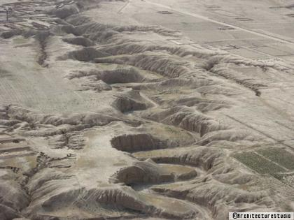 Овраг на плато, где будет построен Дех-Сабз