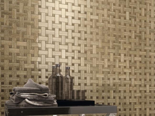 На стене Travertino+ Силвер мозаика Лаунж в формате 30,5х30,5 см. © Италон – ЗАО «Керамогранитный завод»