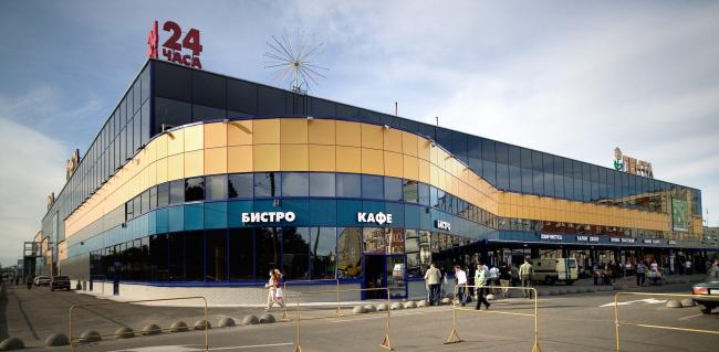 """Lenta"" shopping center on the Vyborg Highway. Construction, 2004 © Anatoly Stolyarchuk architects"