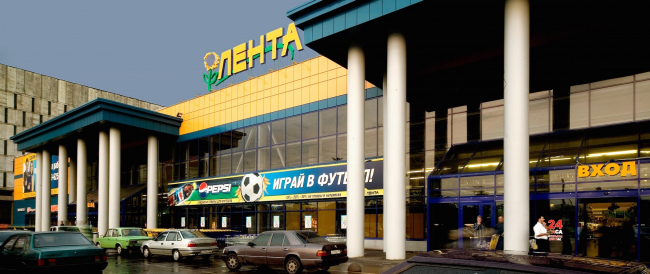"""""""Lenta"""" shopping center on the Embankment of the Obvodnoy Channel. Construction, 2005 © Anatoly Stolyarchuk architects"""