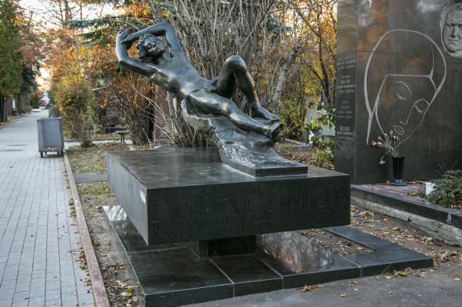 Надгробие Герасимова на Новодевичьем кладбище. Фотография предоставлена организаторами премии «Московская Реставрация»