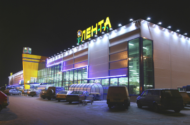 """Lenta"" shopping center on the Pulkovo Highway. Construction, 2002 © Anatoly Stolyarchuk architects"