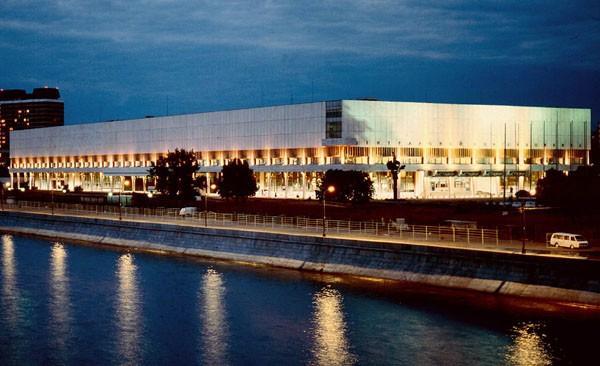Здание WL{|UNU/ Вид с Крымского моста. Фотография с портала museum.ru