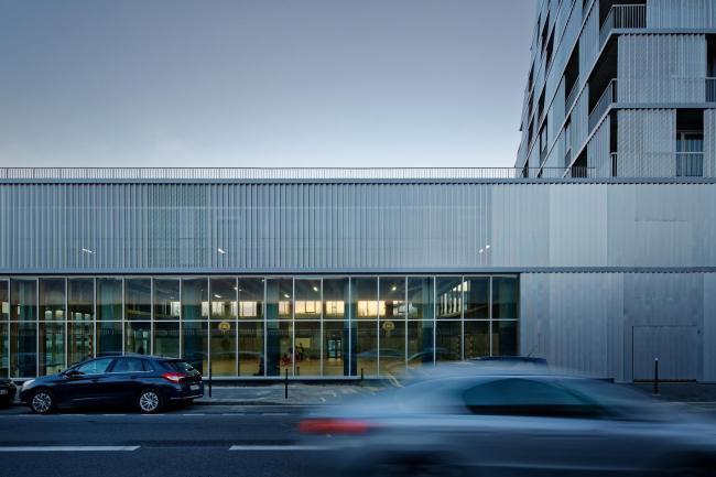 Школа имени Розалинд Франклин и студенческое общежитие © Takuji Shimmura