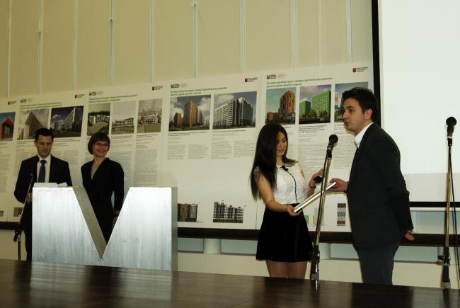 Награждение Николая Ляшенко, одного из авторов жилого комплекса «Зиларт». Фотография Аллы Павликовой
