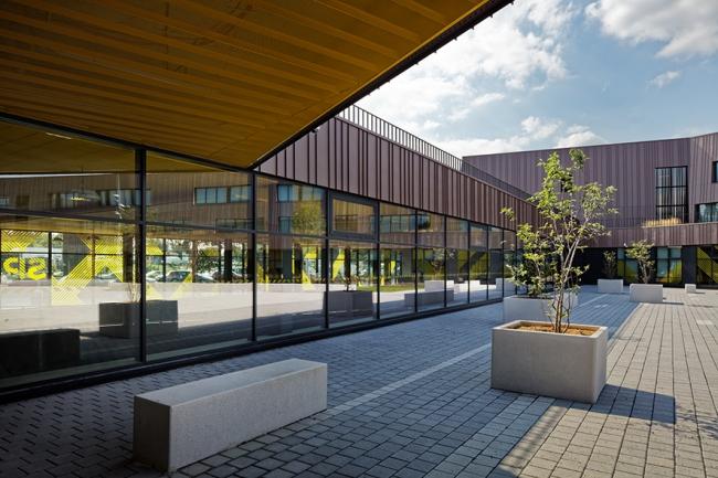 Коллеж, спортивный зал и культурный центр в Лилле © Takuji Shimmura