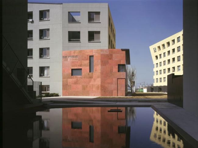 Квартал «Новый город Макухари» в японском городе Тиба. Изображение с сайта stevenholl.com