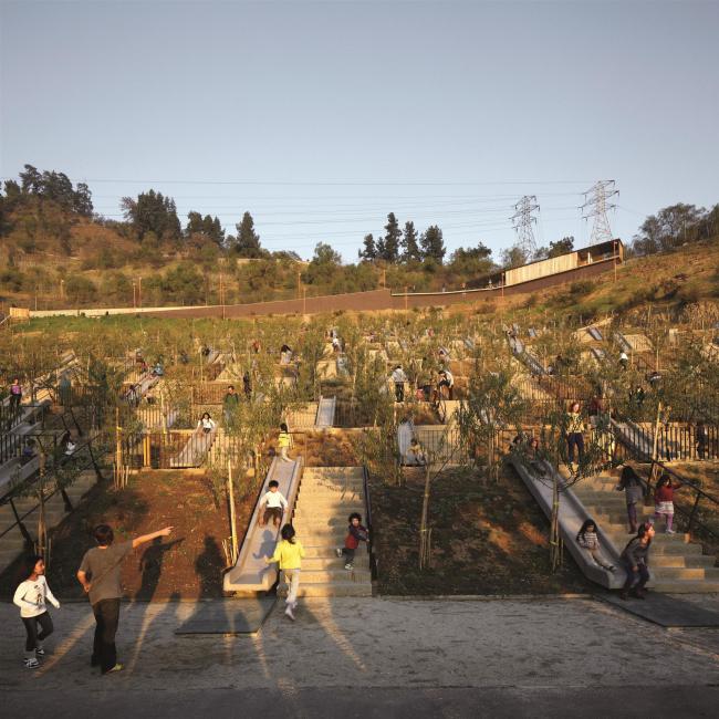 Детский парк Двухсотлетия в Сантьяго © Cristobal Palma