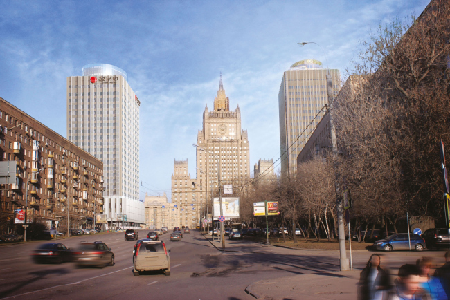 """Project of renovating """"Belgrade"""" Hotel. In the panorama of the Smolenskaya Street. © T+T Architects"""