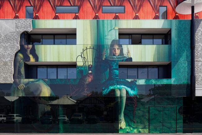 Здание «Две девочки» © Peter Clarke