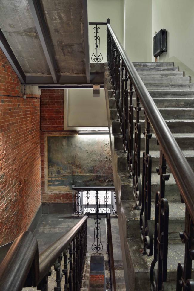 Офисное здание на ул. 2-ая Боевская. Интерьер 1-2 этажей. Фотография © Алексей Народицкий