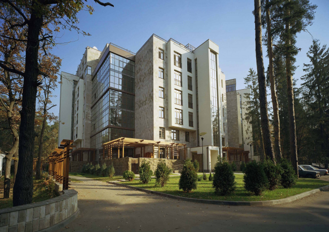 Housing project in Zhukovka. Construction, 2004 © Ginsburg Architects