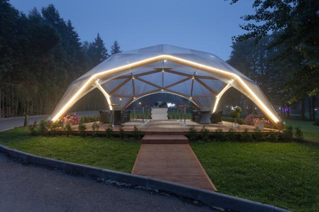 Конструкция в парк-отеле «Солнечный». Постройка, 2015 © Alpbau Struktura