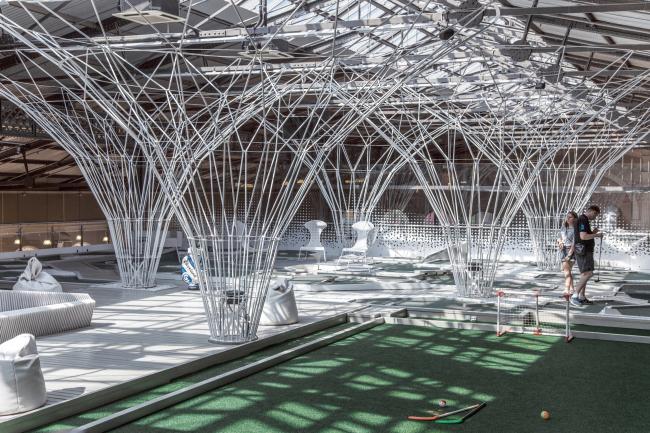 Инсталляция «Лес» для центра мини-гольфа и крокета. Инсталляция, 2015 © AMD architects