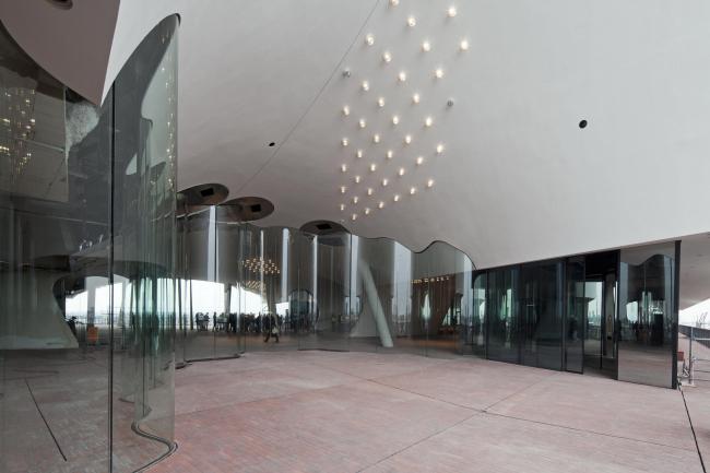 Здание Гамбургской филармонии Elbphilarmonie в процессе строительства. Фото © Oliver Heissner