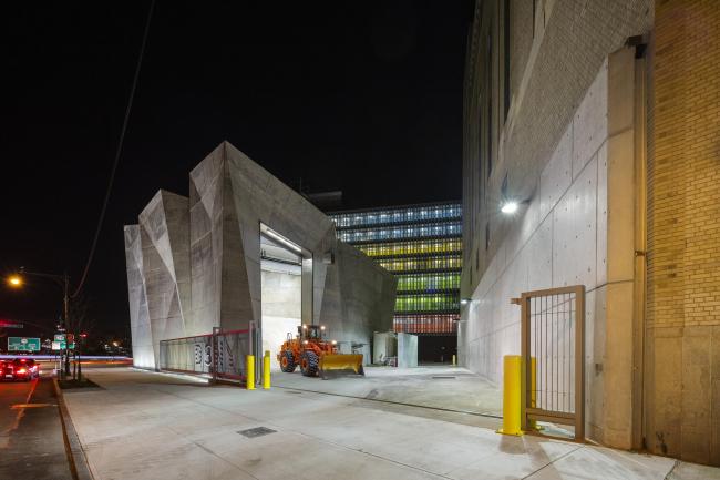 Гараж и склад дорожной соли Санитарного департамента Нью-Йорка © Albert Vecerka / Esto