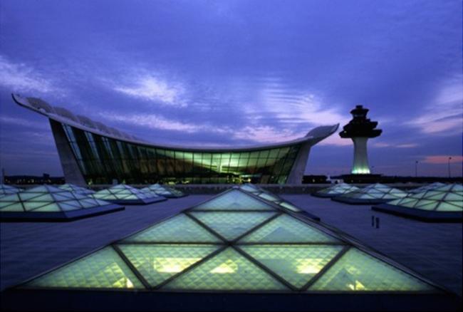 "Аэропорт ""Eero Saarinen′s Dulles"", штат Виргиния. Светодизайн Ричарда Келли © MWAA. Источник: lightonline.ru"