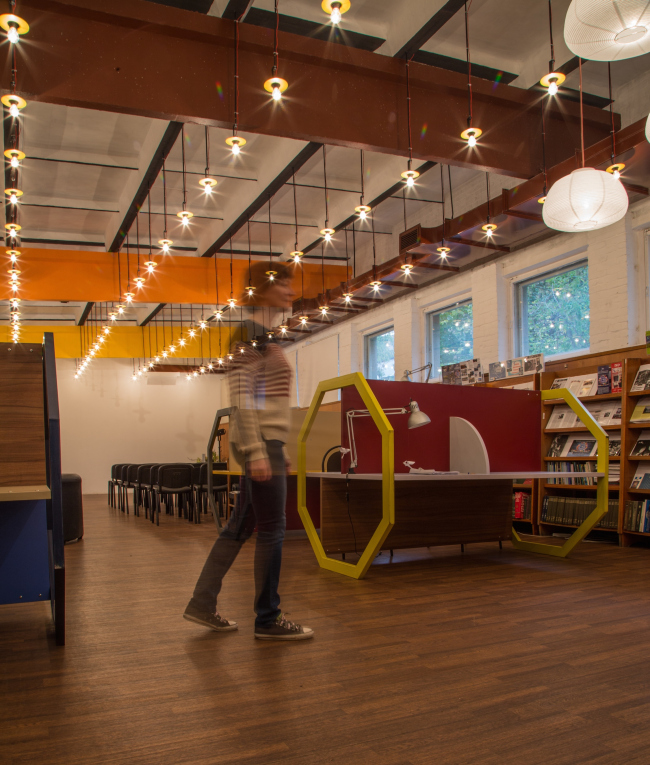 Co-working space in the Blokhintsev Library in Dubna. Interior, 2015 © PANACOM