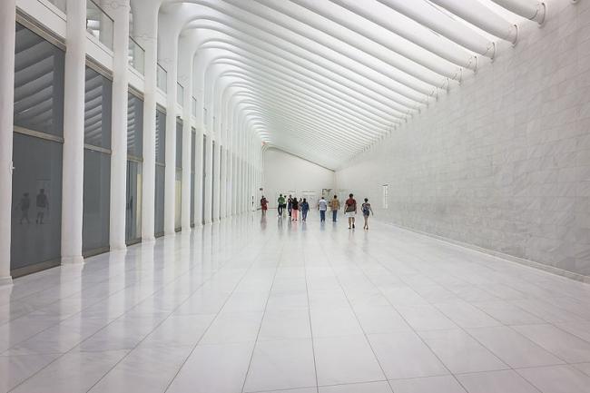 Транспортный терминал ВТЦ. Западный зал. Фото: Billie Ward  via Wikimedia Commons. Лицензия Creative Commons Attribution 2.0 Generic