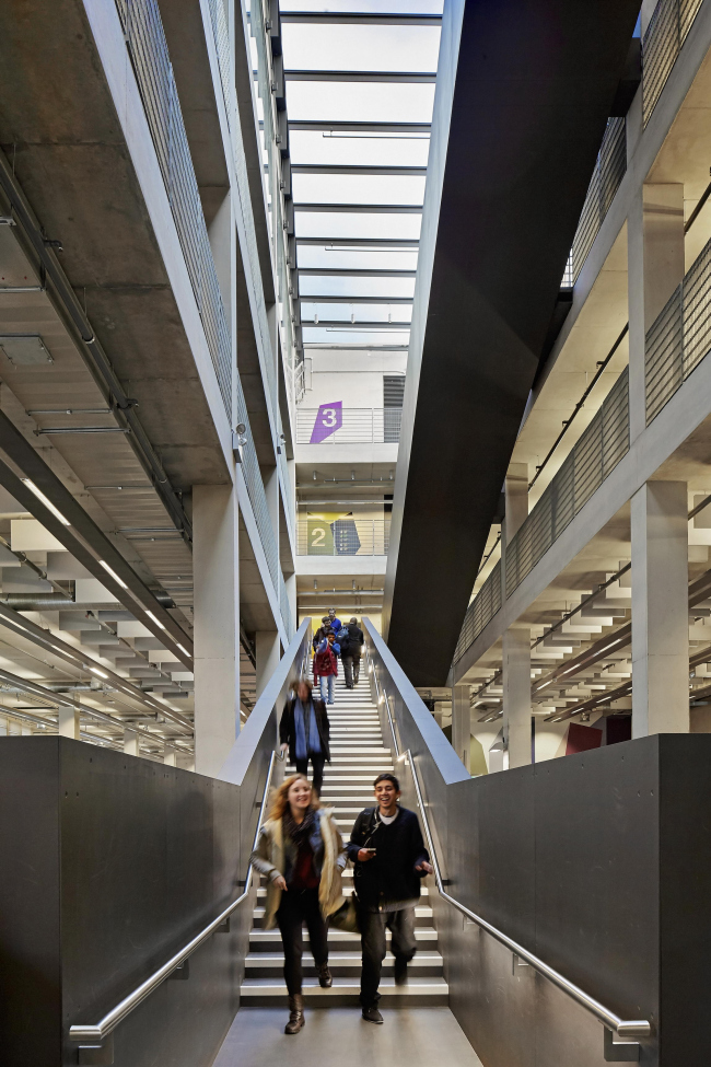 Architecture school of the University of Greenwich © Hufton + Crow