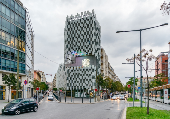 Центр современного искусства FRAC. Арх. Кенго Кума. Фото: Василий Бабуров