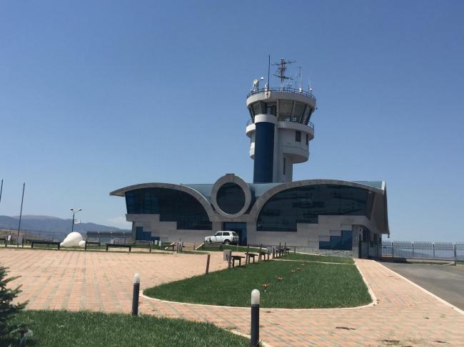 Недавно построенный аэропорт в Степанакерте, который, впрочем, пока не стал воздушными воротами Карабаха: из-за военного положения полеты там пока невозможны. Фото: Карен Хуршудян