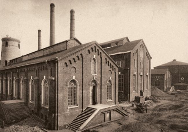 Ретортный и аппаратный корпуса, фотография 1915 года. Предоставлено компанией «Большой город»