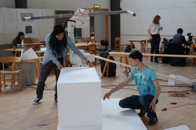 Настройка робота для изготовления модели из пенопласта в Архитектурной школе Орхуса