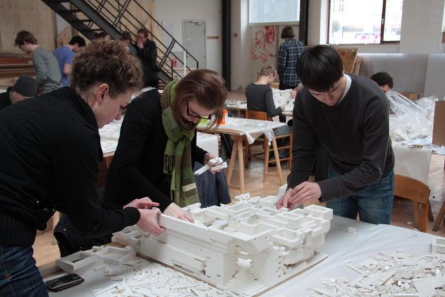 Работа над моделью из Lego в Архитектурной школе Орхуса