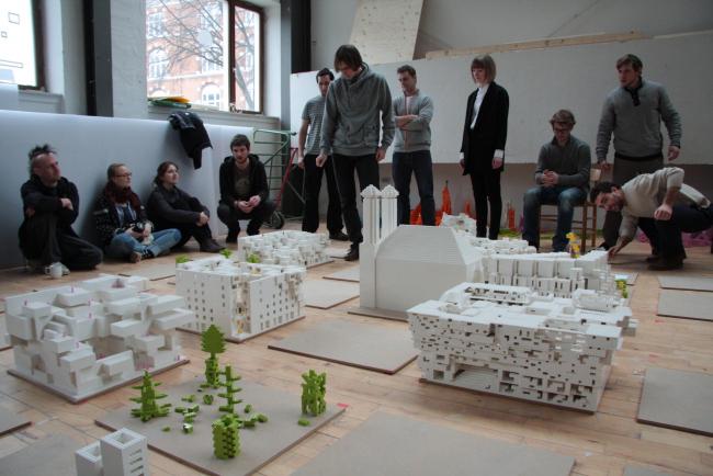 Объяснение проектных решений на Lego – воркшопе в Архитектурной школе Орхуса