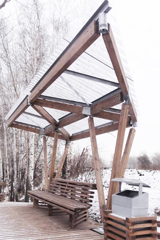 Общественные пространства на берегу озера Татышев. Терраса у воды. Фотография © Алексей Мякота
