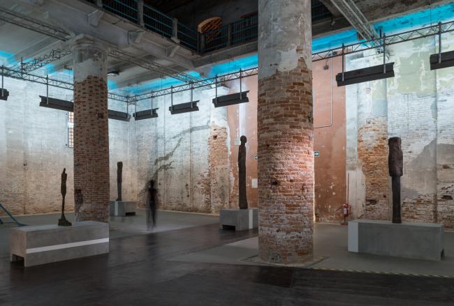 Дизайн экспозиции скульптур Ханса Йозефсона и Альберто Джакометти на биеннале архитектуры в Венеции. 2012. Фото © Юрий Пальмин