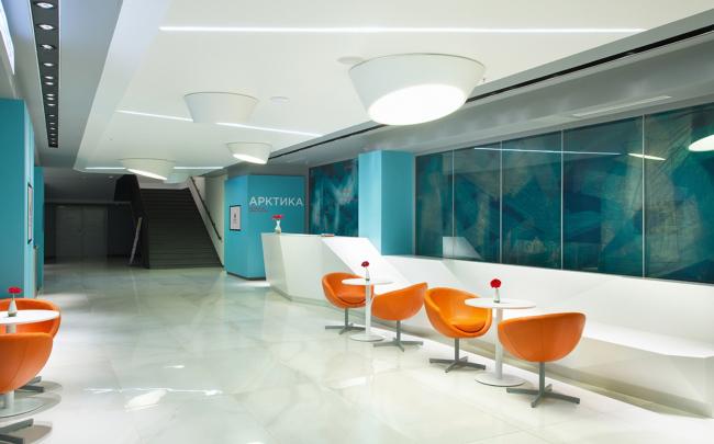 Холл бизнес-центра «Арктика» в гостинице «Азимут». Реализация, 2014 © ПРОформа