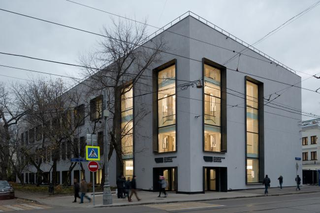 Реконструкция здания бывшей фабрики-кухни на ул. Новокузнецкая. Реализация, 2014 © Kleinewelt Architekten